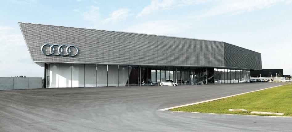 Das Audi Driving Experience Center von außen (Quelle: Audi)