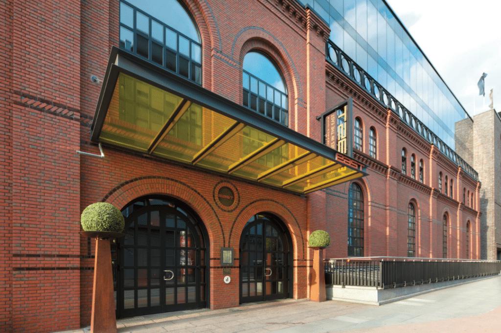 Schon im Eingangsbereich wird deutlich: Das east Hotel in Hamburg ist anders. Das Design stammt vom Architekten Jordan Mozer.