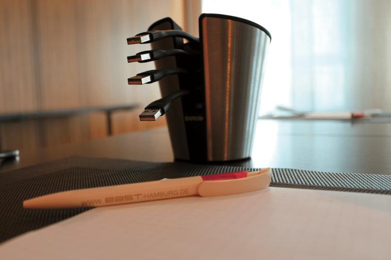 Stilvoll: der Behälter für die ClickShare-Buttons