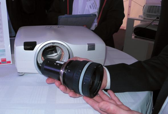WQXGA-Auflösung, hochwertiges Glasobjektiv, Modell CTWQ-51B der Barco Present-C-Projektoren