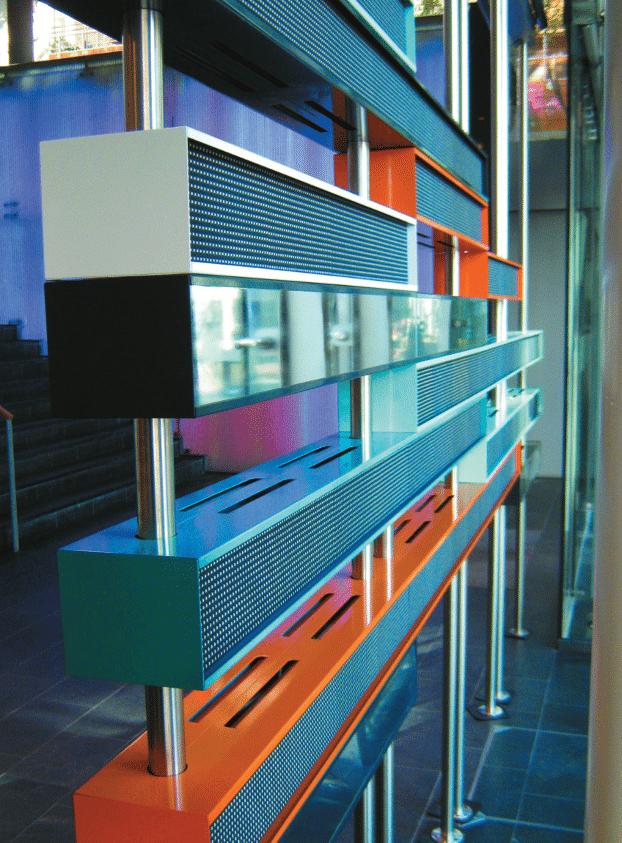 Digital-Signage-Objekt als Teil der Inneneinrichtung: LED-Wand in einer Filiale der Den Norske Bank in Norwegen (Foto: Ledcon)