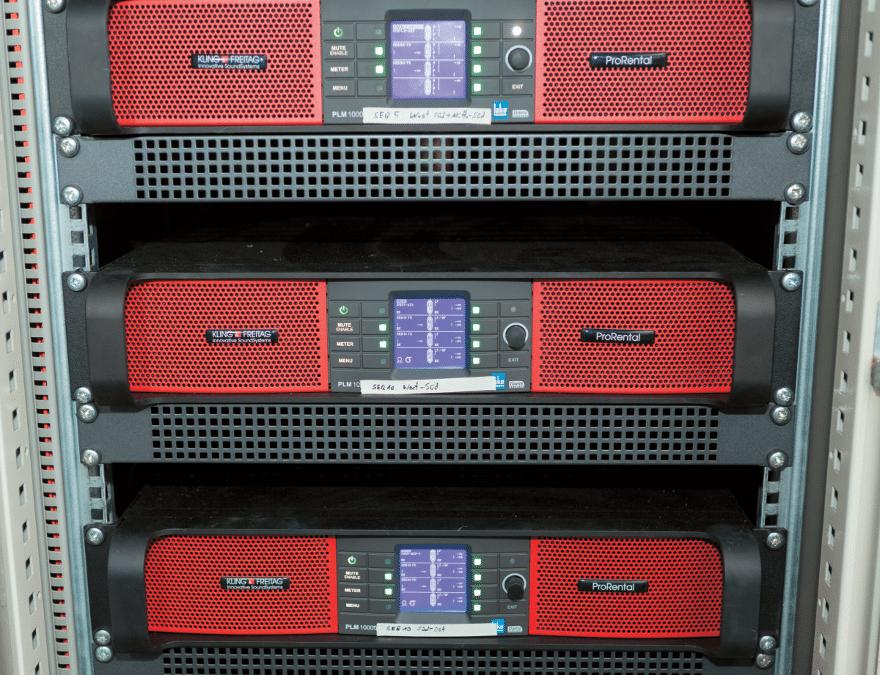Die Lab.gruppen PLM 10000q fungieren als Lautsprecher-Controller und Verstärker