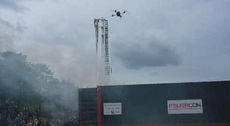 Für das Aufklärungssystem AMFIS entwickelte das Fraunhofer IOSB zusammen mit der Leopold Siegrist GmbH ein mobiles Gassensormodul, dessen Sensorträger ein unbemannter Quadrocopter ist. Ein erster Praxis-Test fand bei einer Feuerwehrübung 2012 in Mainz statt.