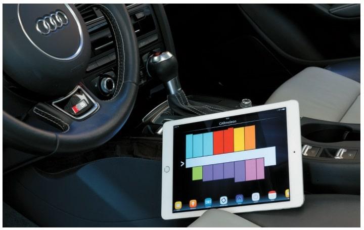Tablet in einem Auto