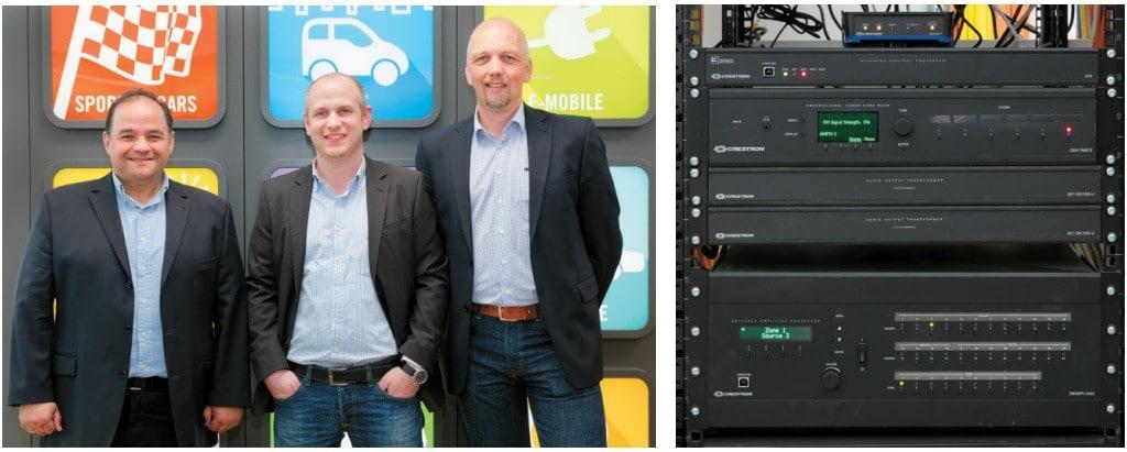 von links: Michael Streubel, Daniel Groß, Frank Boshoven Crestron MultiroomSwitcher/Amplifier/Processor SWAMP-24X8, 2 × Übertrager, Tuner-Trägermodul, CP3 und CEN-NSP-1
