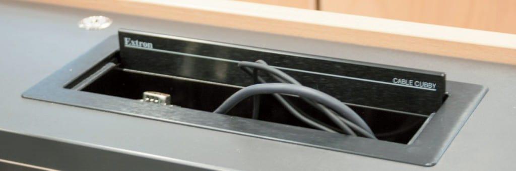 Auch bei den Extron Cable Cubbys können unterschiedliche Varianten und Größen verbaut werden
