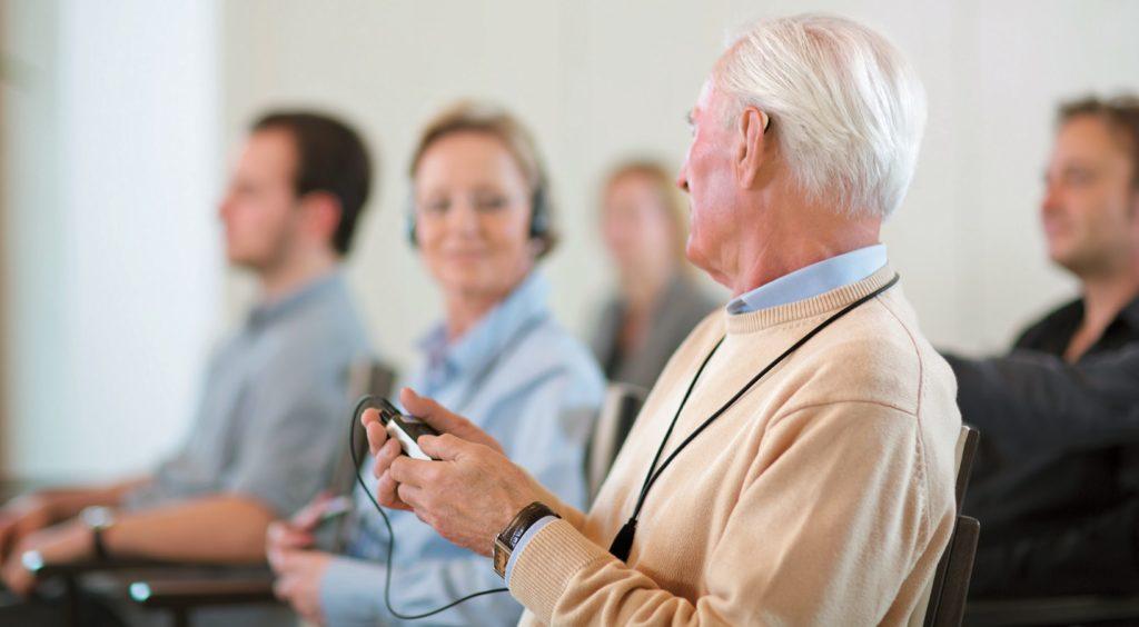 Menschen mit Hörgeräten