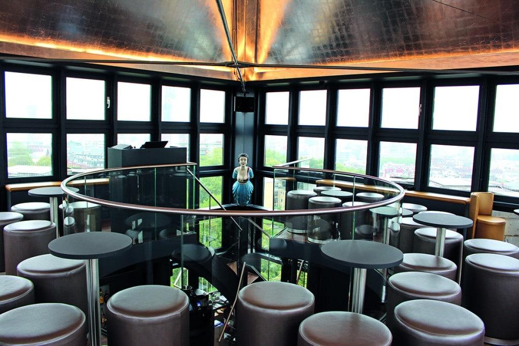 Die Tower Bar von Innen