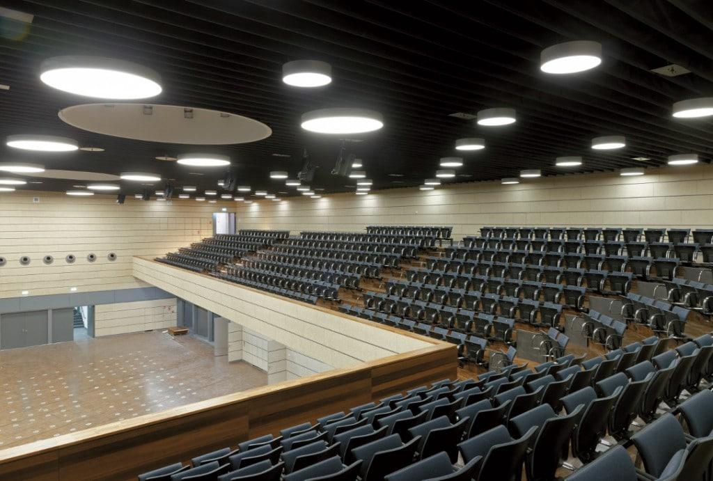Ein großer Saal von Innen