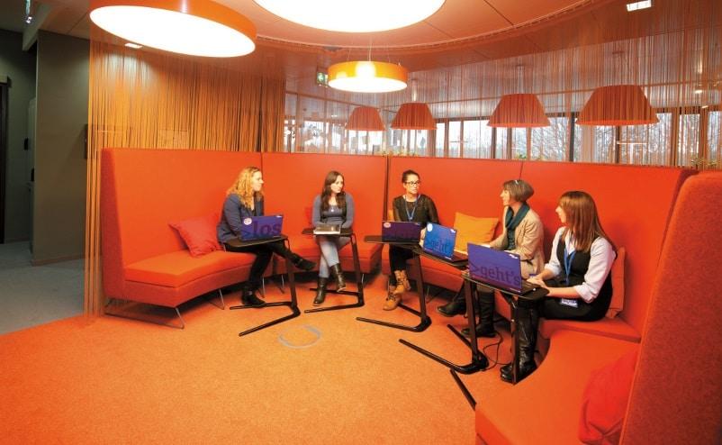 Mitarbeiter bei einer Besprechung