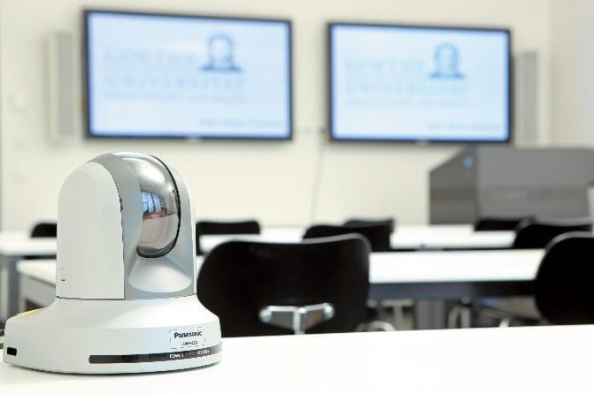 Zwecks Videoaufzeichnung können in den Hörsälen und Seminarräumen mobile HD-Kameras des Typs AW-HE50SE von Panasonic aufgebaut werden
