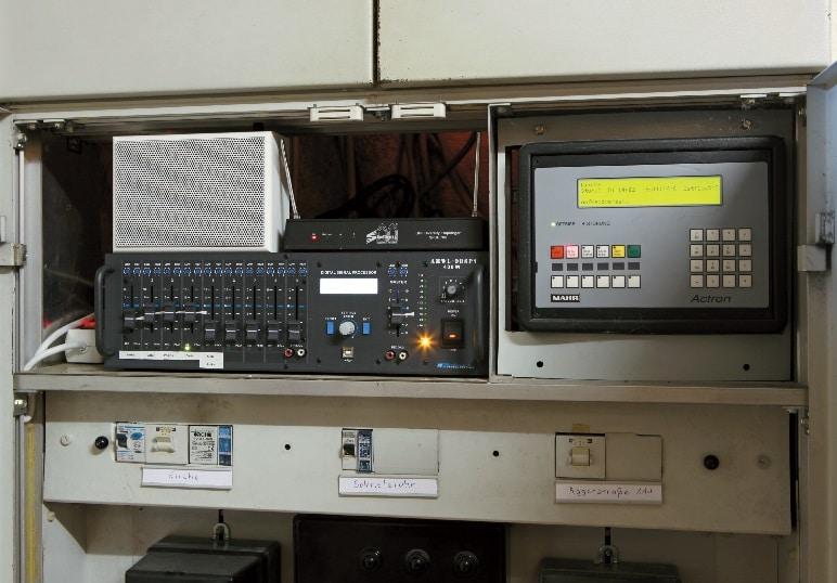 """Zentrale des Audiosystems in Sankt Joseph ist ein mehrkanaliger 19""""-Mischverstärker (Rduch Elektroakustyka AMWL-9DSP1 400 Watt) mit integiertem DSP."""