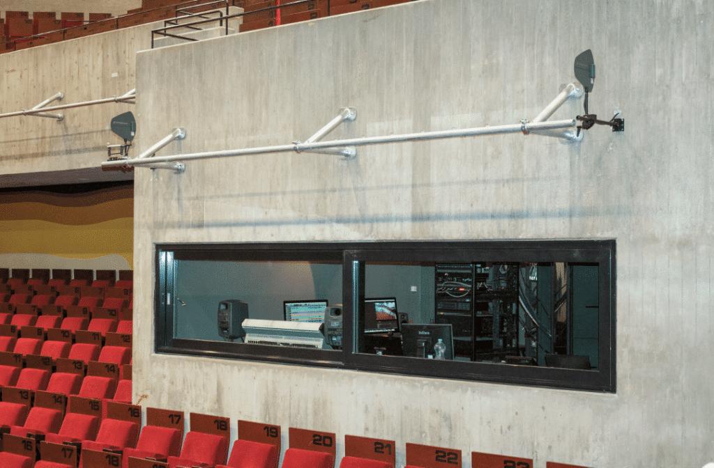 Hörsaal-und-veranstaltungsraum-blick-auf-ton-und-videoregie