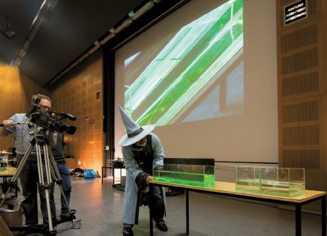 Mobile-Kamera-zur-Übertragung-von-Experiment-Details-an-der-langen-Nacht-der-Wissenschaften