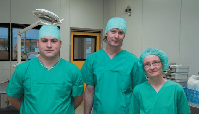 Projektbeteiligte-im-OP-Installer-Christian-Müller-multi-media medical AG-Alwin-Ziesel-Klinikum-Ulm-Dagmar-Peter-Crestron