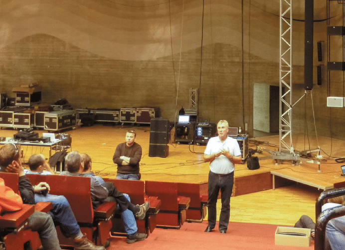 Thomas-Adt-rechts-und-Martin-Rode-erklärten-das-System-von-L-Acoustics