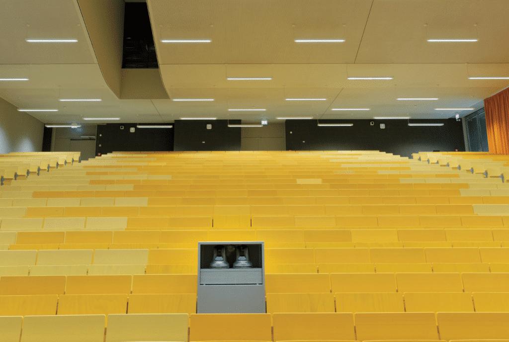 hörsaalzentrum-der-universität-kassel-blick-vom-podium
