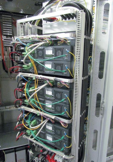 Verkabelung der Verstärker im Technikschrank