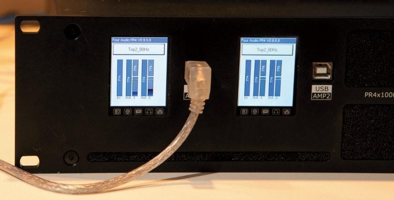 """Der PR4x1000-2-DSP von Four Audio besitzt ein Display u. a. zum """"rechnerlosen"""" Umschalten zwischen verschiedenen Setups"""