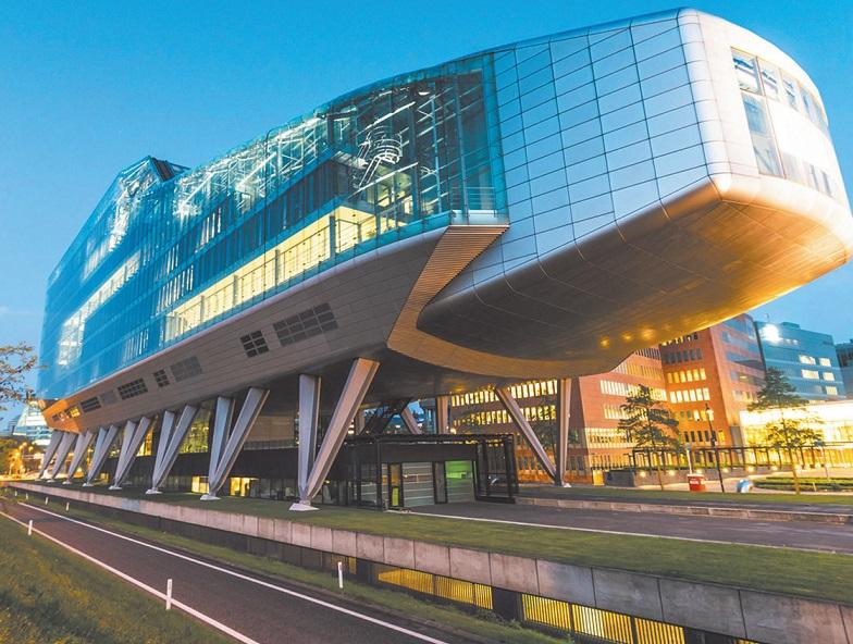 Das Bürogebäude Infinity ist auf jeden Fall auffällig und wirkt richtungsweisend