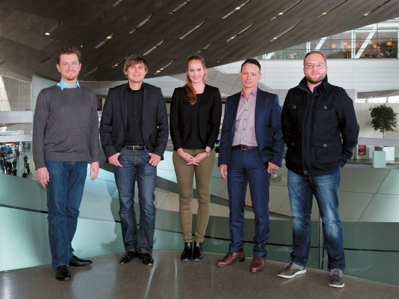 Gruppenbild mit Dame – von links: Martin Wagner (macom), Michael Kottke (macom), Jennifer Zika (Kraftwerk), Denis Hocke (BMW Welt) und Mario Kastl (Kraftwerk)