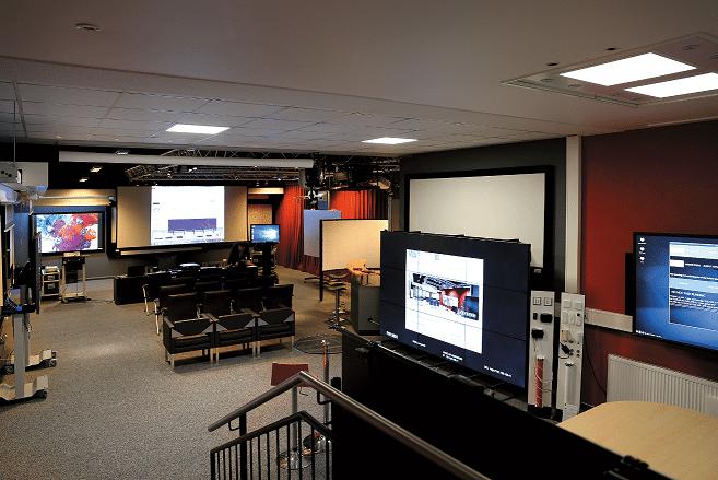 Im Showroom können die Kunden und Interessenten die neueste Technik hautnah erleben und testen.