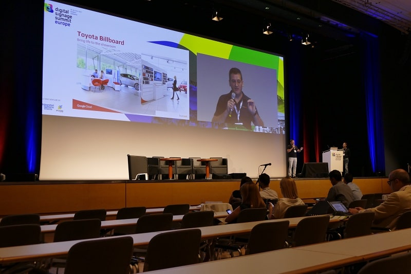 Valon Rexhepi von fourcast beim Digital Signage Summit Europe 2017