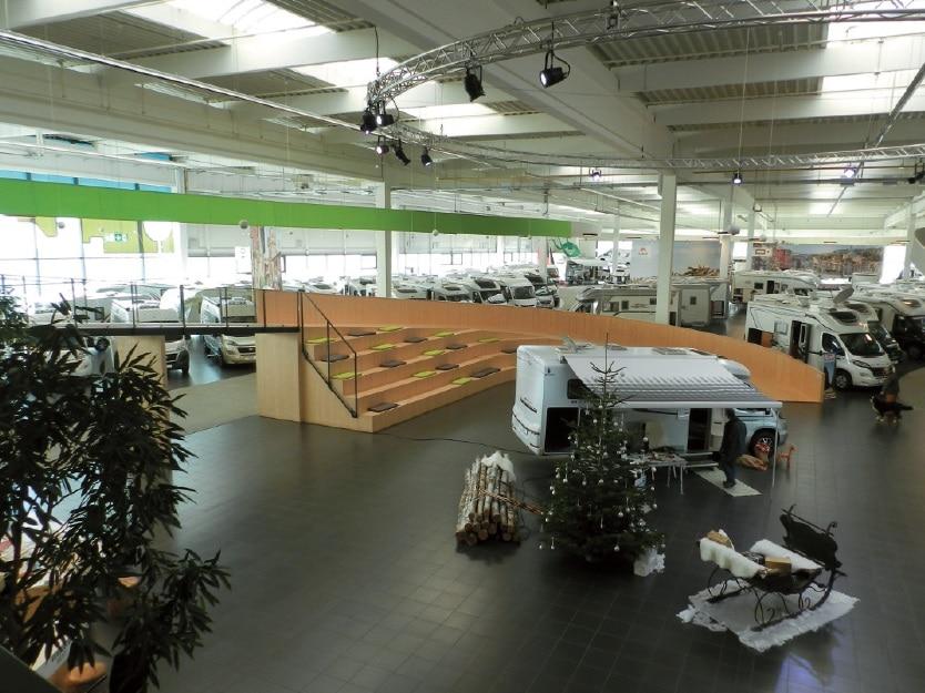 Der Eventbereich ist in den Ausstellungraum integriert.