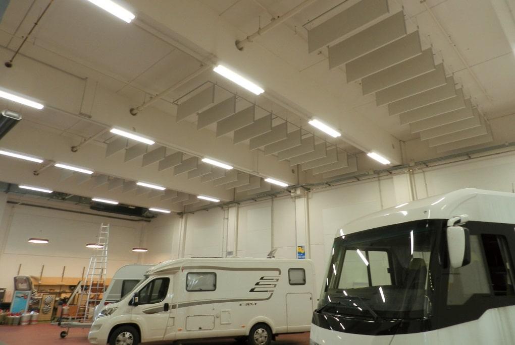 Schallabsorber dienen im Werkstattbereich zur Verbesserung der Raumakustik