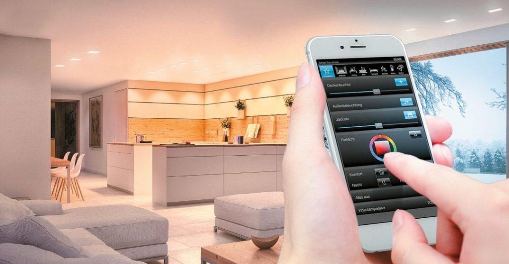 Über das integrierte, webbasierte Inbetriebnahme-Tool SV Control lässt sich mit dem Smart Visu Server von Jung eine Visualisierung erstellen – Schritt für Schritt und unabhängig vom Betriebssystem mit dem PC, Laptop oder Smartphone