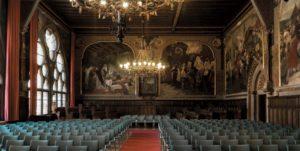 In der Aula finden zahlreiche Veranstaltungen statt.