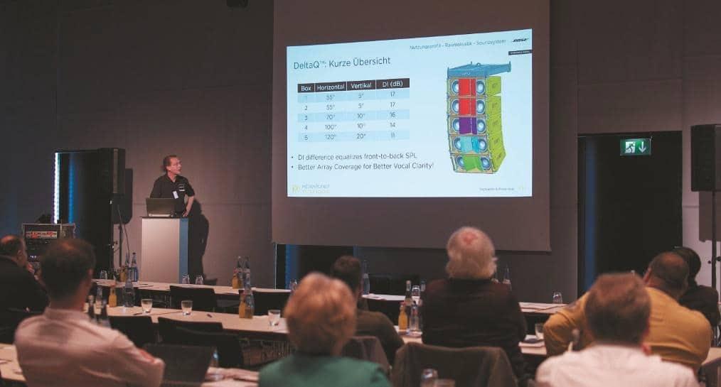 Thomas Steinbrecher, Audioexperte von Bose Professional, präsentierte u. a. die DeltaQ Lautsprecherserie mit erweiterten akustischen Eigenschaften.