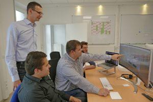 Teamwork und Kommunikation spielen für den Beruf des Fachplaners Medientechnik eine wichtige Rolle – wie hier beim Team im Planungsbüro hmpartner.