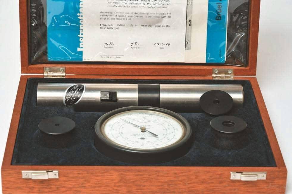 Pistonfon von B&K mit Barometer