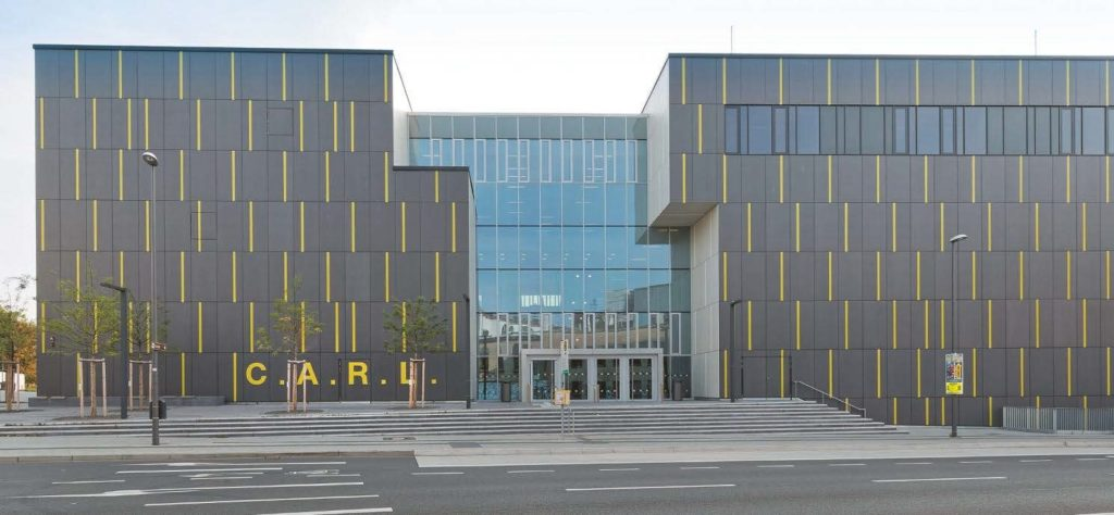 Haupteingang zum C.A.R.L. an der Claßenstraße