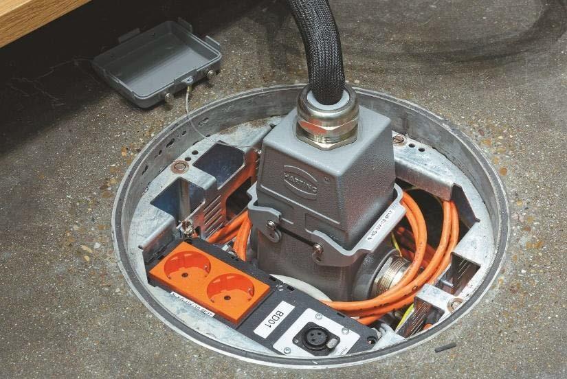 Modular bestückbarer Harting- Stecker an einem Bodentank