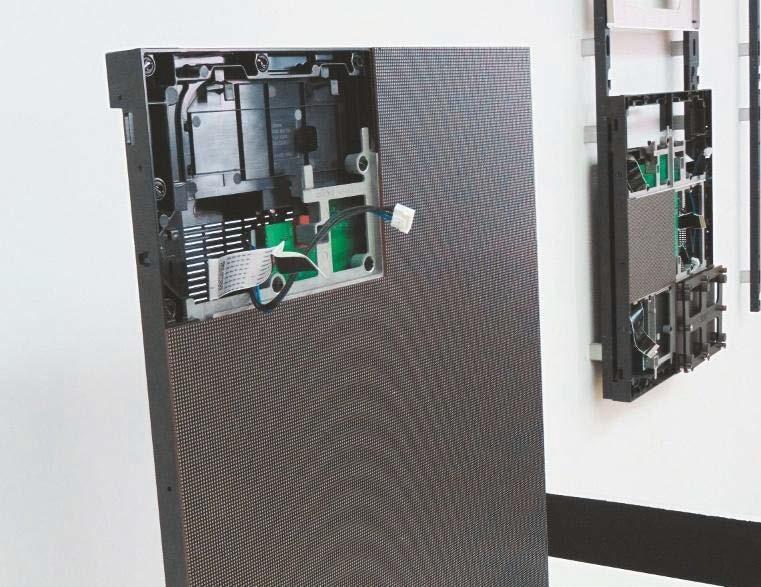 Platinen der LED-Displays sind dank der magnetischen Halterung frontseitig austauschbar