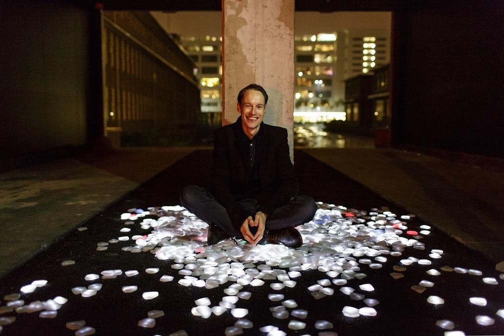 Der niederländische Künstler Daan Roosegaarde hält die Keynote Speech auf der TIDE Konferenz
