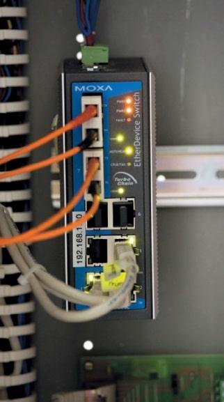 Foto 7: Redundante Glasfaserverbindung zwischen den vier Zentralen für das Audionetzwerk auf CobraNet-Basis und die Ethernet-Verbindung zwischen den P64-Controllern