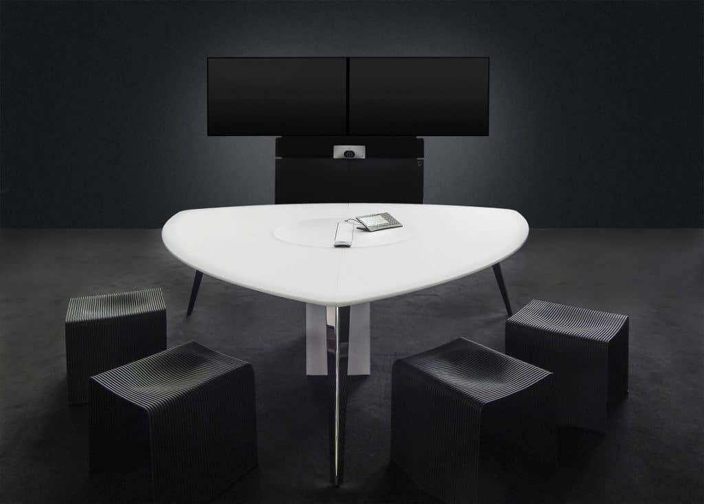 "Holzmedia ""Tables""-Tischversion in Wankelform Foto: Holzmedia"