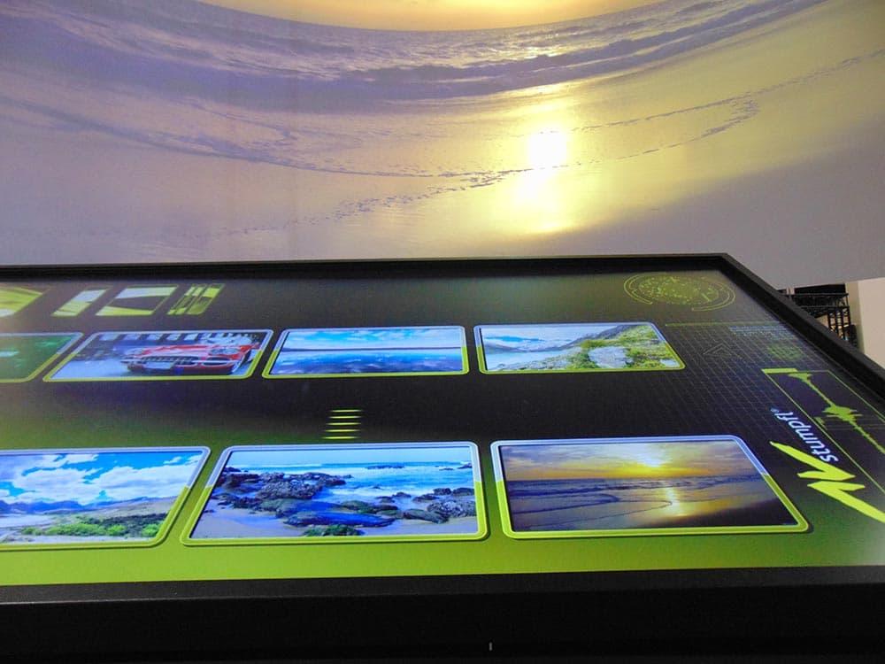 AV Stumpfl Auswahl der 8K Filme durch Eyevis Touch