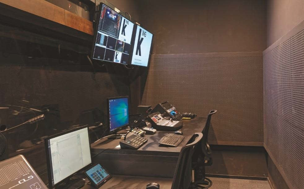 kING: Video-Arbeitsplatz in einem Teilbereich des für den Großen Saal zuständigen Regieraums