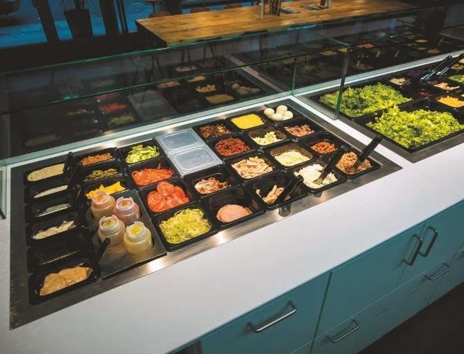 Premium 90-LED-Technologie hebt die bunten Farben des Salatangebotes hervor