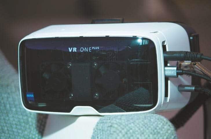 Detailansicht VR-Brille mit Lüftern und Kühlkörper