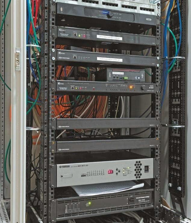 Haupt-Mediensteuerung mit zwei Crestron CP3N