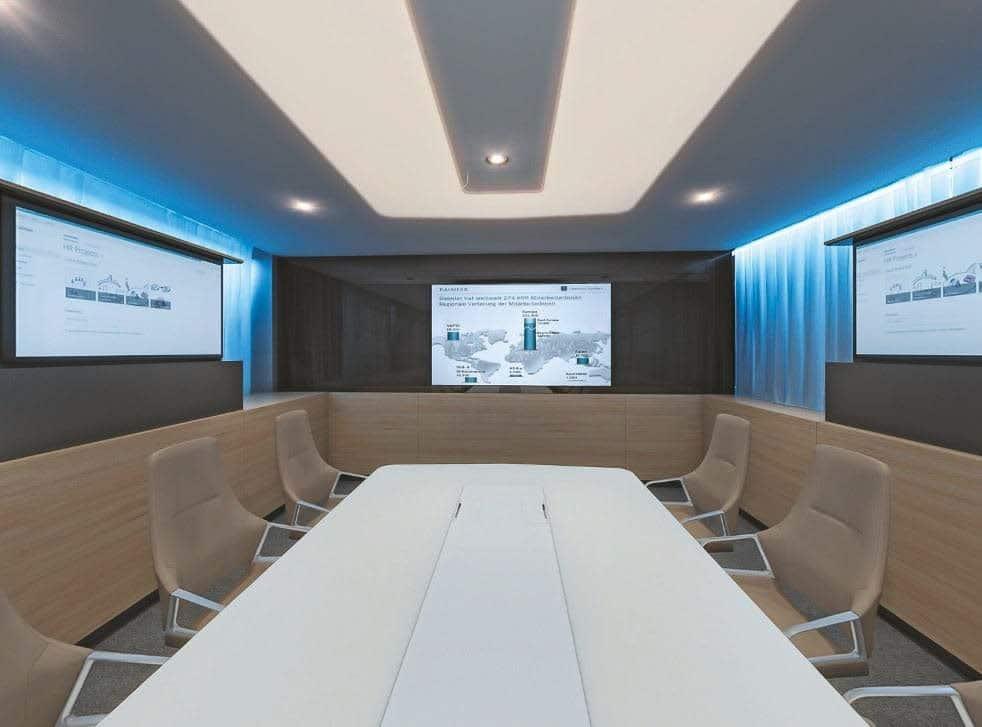 Hightech-Konferenzraum im Vorstandsbereich der Daimler AG in Stuttgart