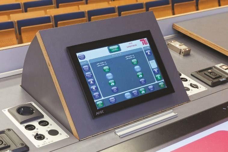AMX Touchpanel im Dozentenmöbel