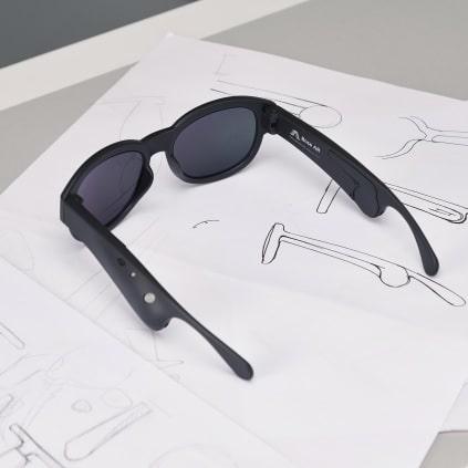 Die Bose Brille spricht Audio-Informationen ins Gehör des Trägers