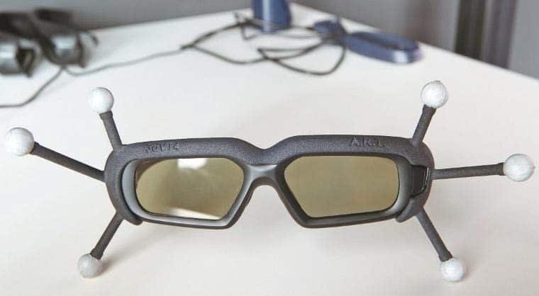 VR-Brille mit Markern, die zu einem IR-Kamera-Trackingsystem (ART) gehören