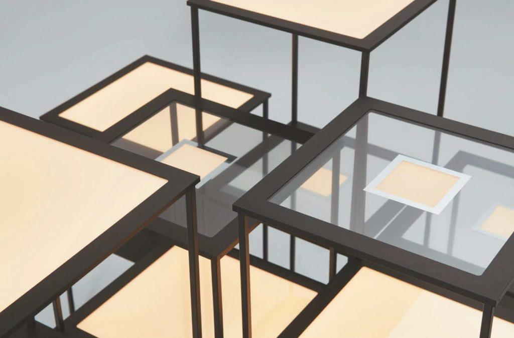 OLED Integration in Glasregale zur Produktpräsentation